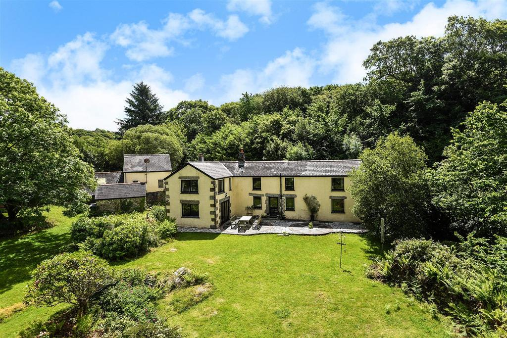 4 Bedrooms Detached House for sale in Constantine, Falmouth