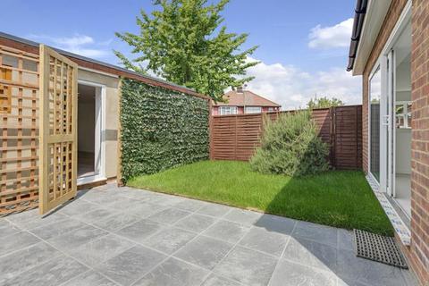 4 bedroom house for sale - Pennine Drive, London