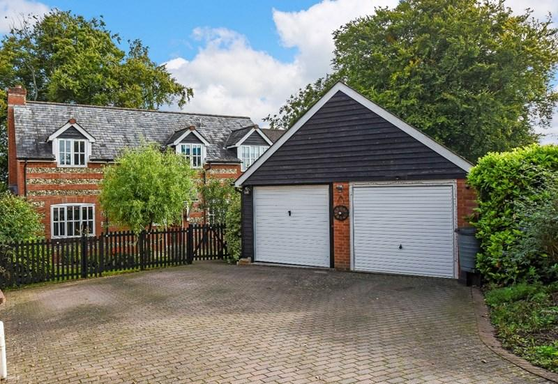 5 Bedrooms Detached House for sale in Wallop Road, Grateley, Andover