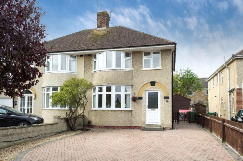 3 Bedrooms Semi Detached House for sale in Lyndworth Close, Headington, Oxford, Oxfordshire