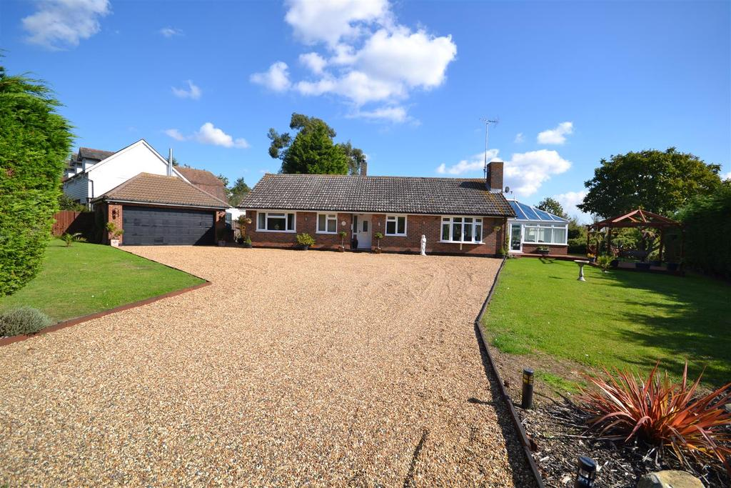4 Bedrooms Bungalow for sale in Stoney Hills, Burnham-On-Crouch