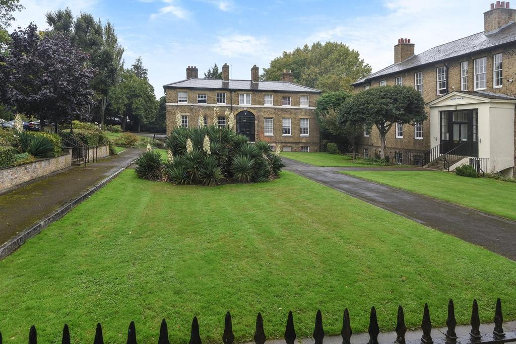 1 Bedroom Flat for sale in Connaught Mews, Woolwich