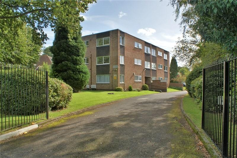 2 Bedrooms Flat for sale in Halesowen Road, Halesowen
