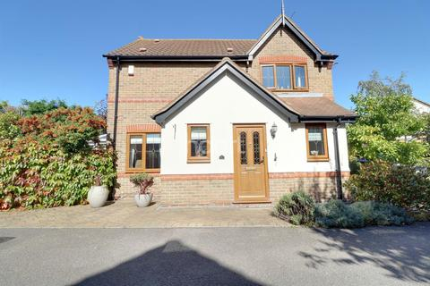 3 bedroom detached house for sale - Langham Drive, Rayleigh