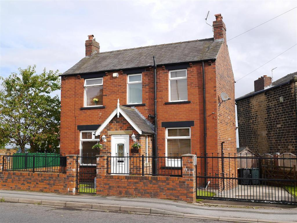 3 Bedrooms Detached House for sale in Wakefield Road, Drighlington, BD11 1EB