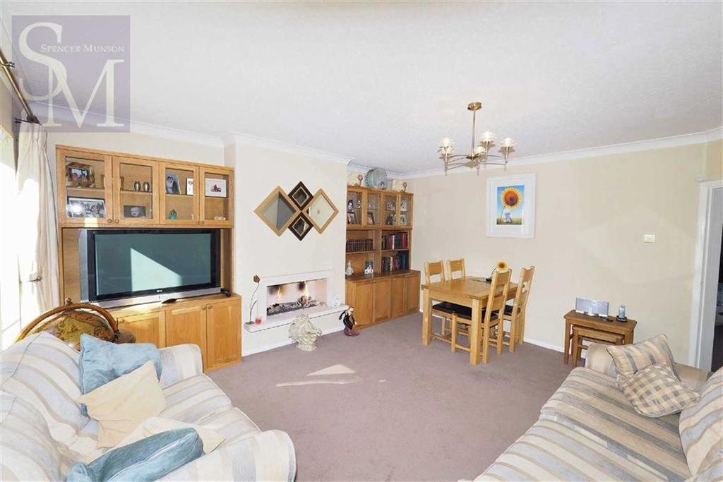 2 Bedrooms Flat for sale in Palmerston Road, Buckhurst Hill, Essex