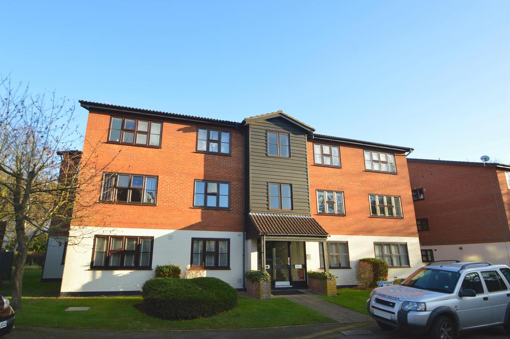 1 Bedroom Apartment Flat for sale in Queens Road, Weybridge KT13