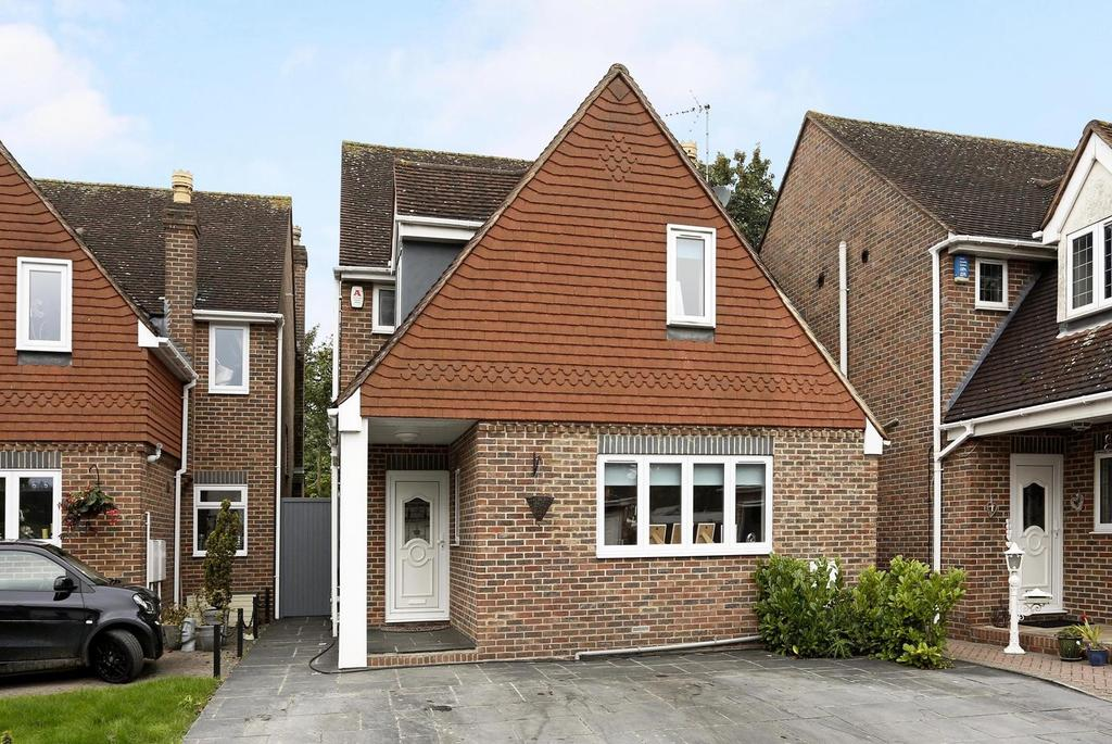 4 Bedrooms Detached House for sale in Cottage Mews, Westmoreland Avenue, Hornchurch, Essex, RM11