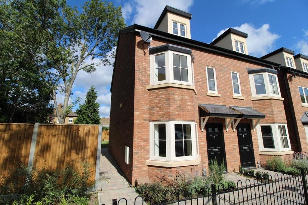 3 Bedrooms Semi Detached House for sale in 7 8 Constable Mews, St Marys Lane, Upminster, Essex, RM14