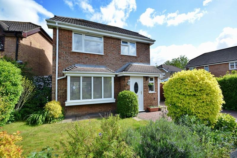 3 Bedrooms Detached House for sale in Valley Mead, Anna Valley, Andover