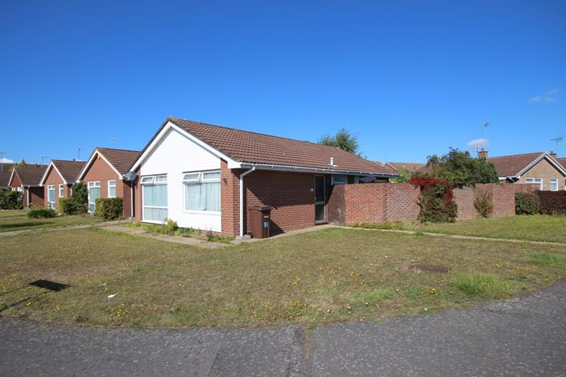 3 Bedrooms Detached Bungalow for sale in Munnings Drive, Clacton-On-Sea