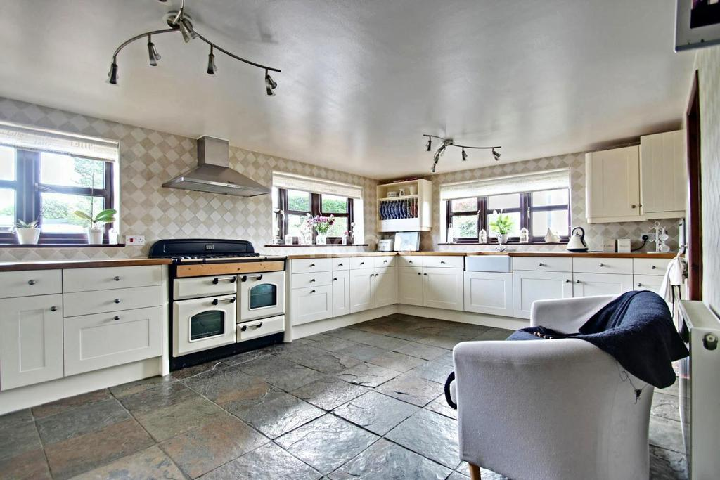 5 Bedrooms Detached House for sale in Fambridge Road, Maldon, CM9