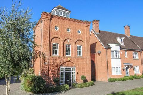 4 bedroom detached house for sale - Tallis Way, Clements Park, Brentwood, Essex, CM14