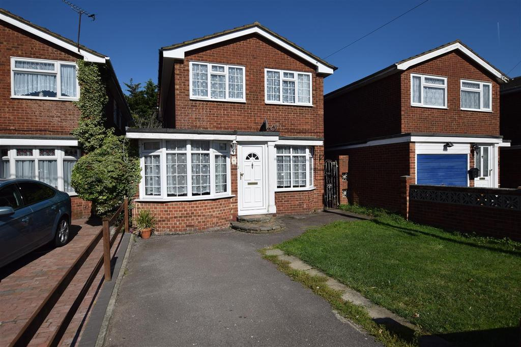 3 Bedrooms Detached House for sale in Harvest Road, Canvey Island