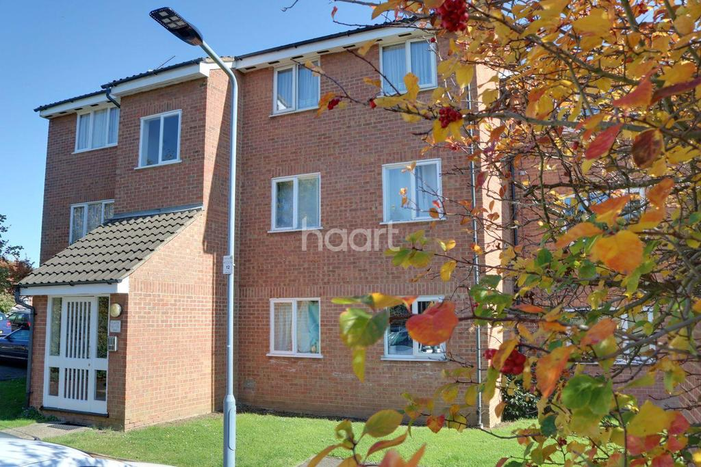 2 Bedrooms Flat for sale in Millhaven Close, Chadwell Heath