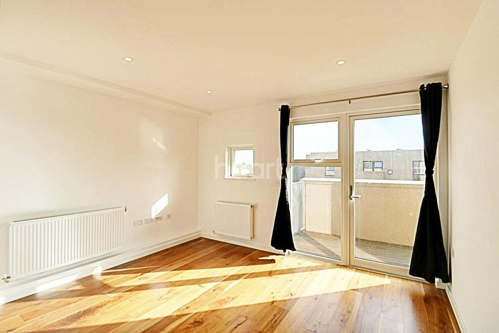 1 Bedroom Flat for sale in Electra Court, London NW9