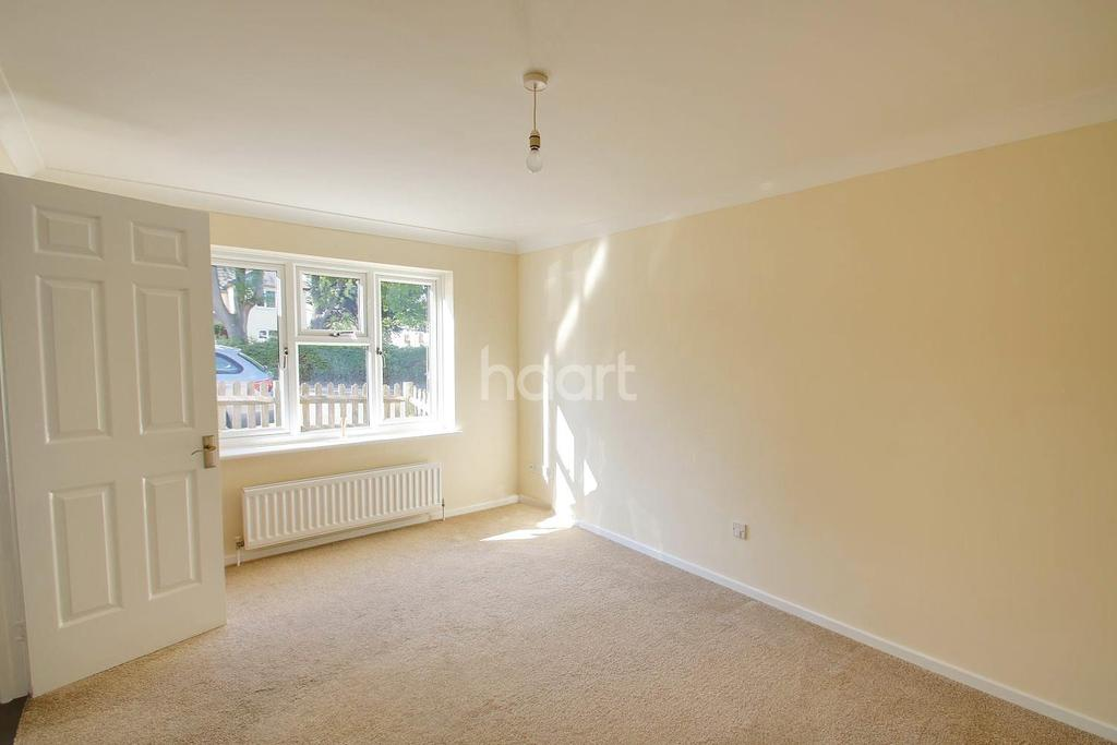 3 Bedrooms Semi Detached House for sale in Balfour Road, Chatham, ME4