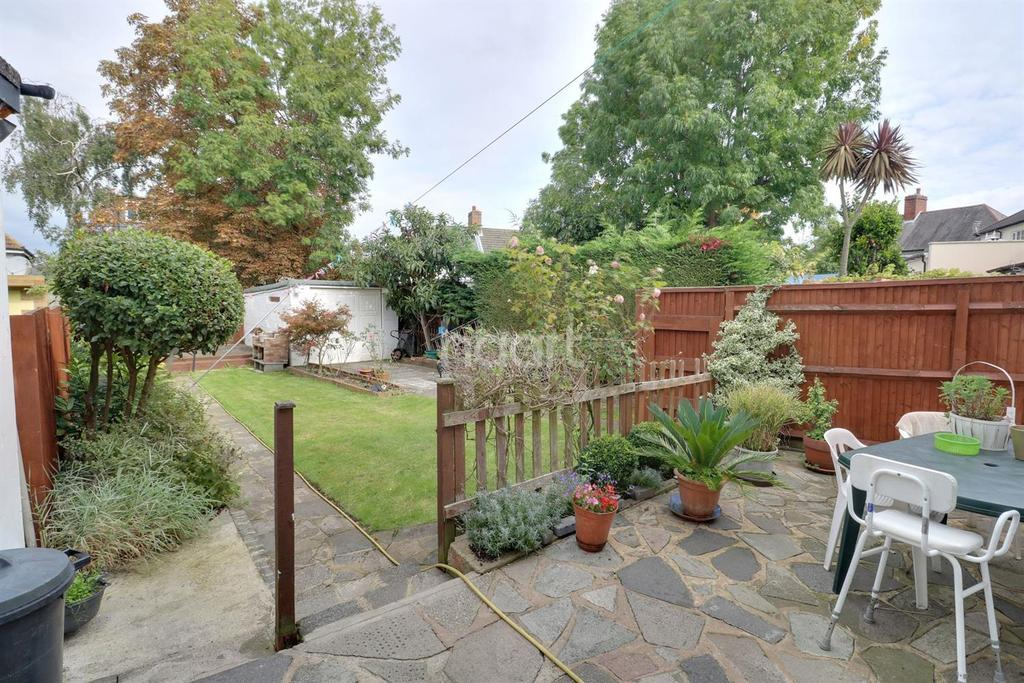 4 Bedrooms Semi Detached House for sale in Hawthorn Avenue, Thornton Heath, CR7