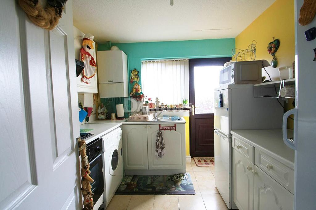 3 Bedrooms Semi Detached House for sale in Willow Close, Ebbw Vale, Gwent