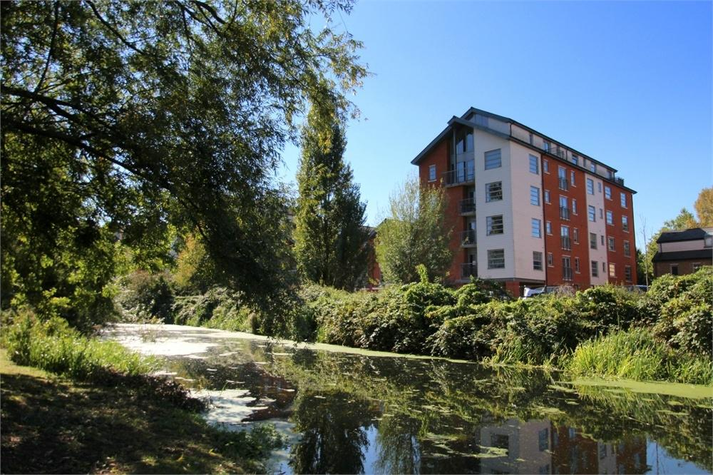 1 Bedroom Flat for sale in Rotary Way, Colchester, Essex