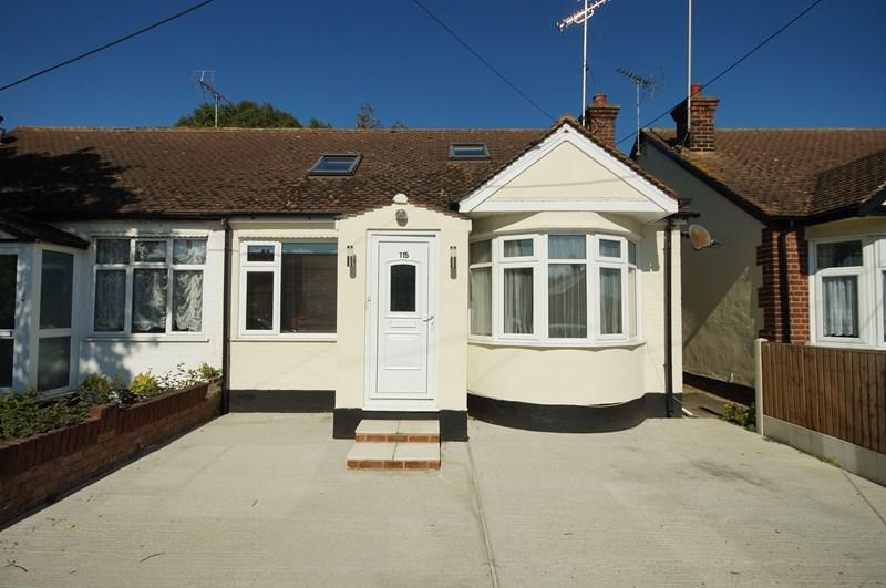 3 Bedrooms Semi Detached House for sale in Feeches Road, Southend-On-Sea