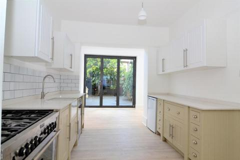 4 bedroom house to rent - Kings Road, St Margarets, TW1