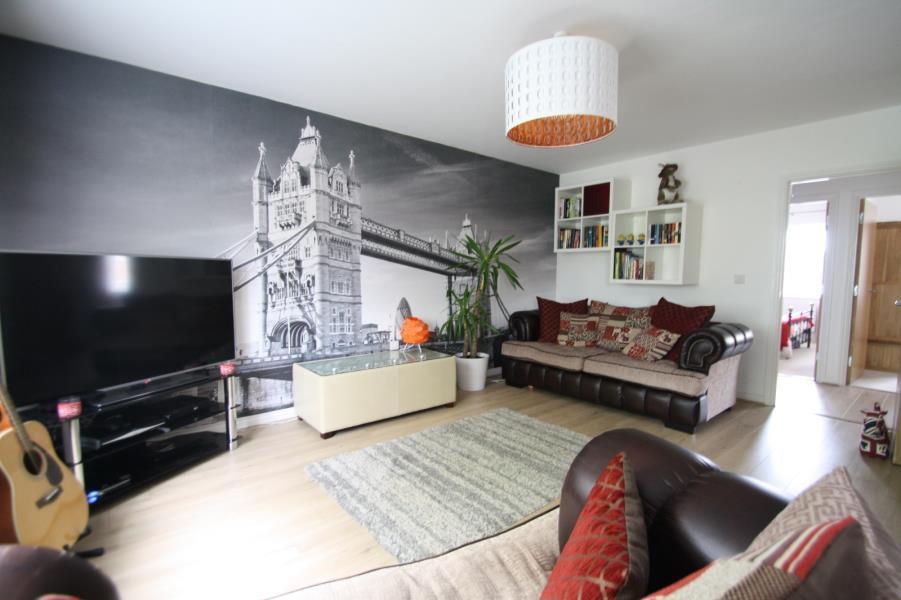 2 Bedrooms Apartment Flat for sale in CHESTNUT LANE, LEEDS, LS14 6GJ