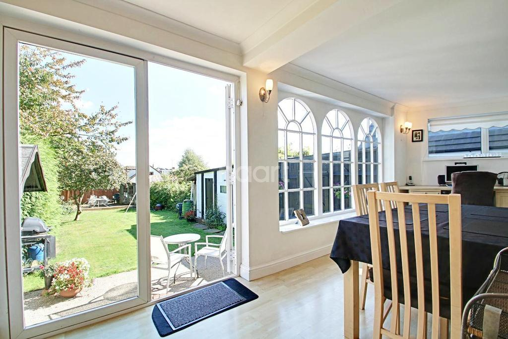 4 Bedrooms Detached House for sale in High Mead, Hockley