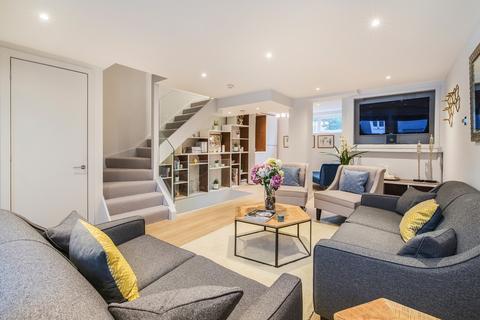 3 bedroom mews to rent - Walham Yard, London, SW6