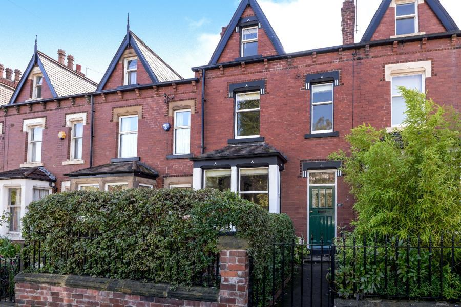 4 Bedrooms Terraced House for sale in POTTERNEWTON LANE, LEEDS, LS7 3LW