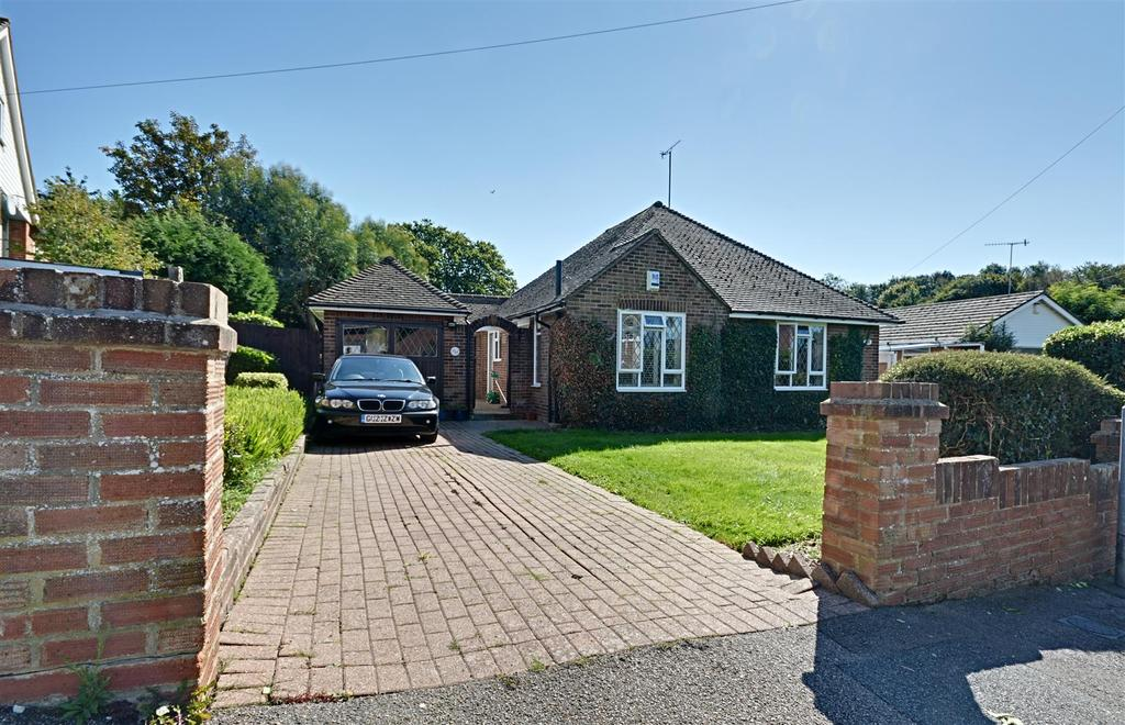 3 Bedrooms Detached Bungalow for sale in St. Peters Crescent, Bexhill-On-Sea