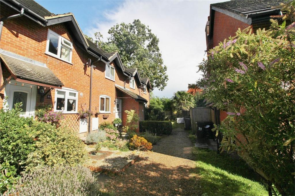 2 Bedrooms Terraced House for sale in Pipers Field, Ridgewood, Uckfield, East Sussex