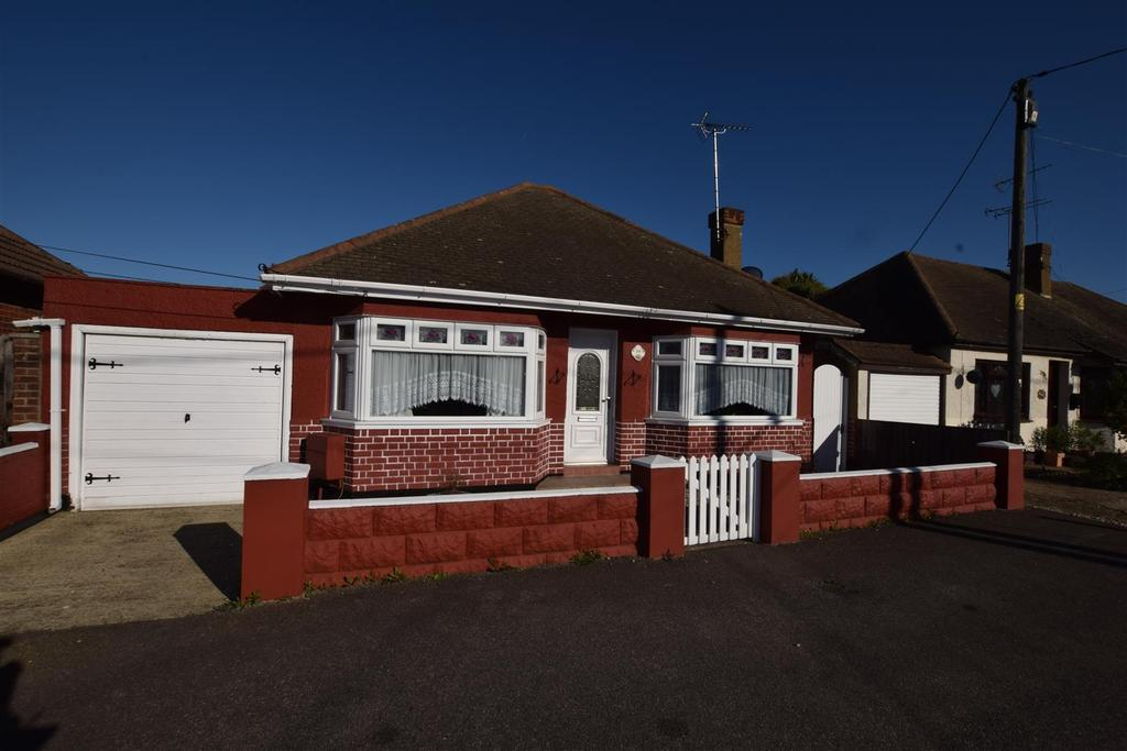 1 Bedroom Detached Bungalow for sale in Station Road, Canvey Island