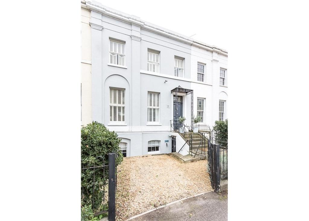 5 Bedrooms Terraced House for sale in Hewlett Road, Cheltenham, Gloucestershire, GL52