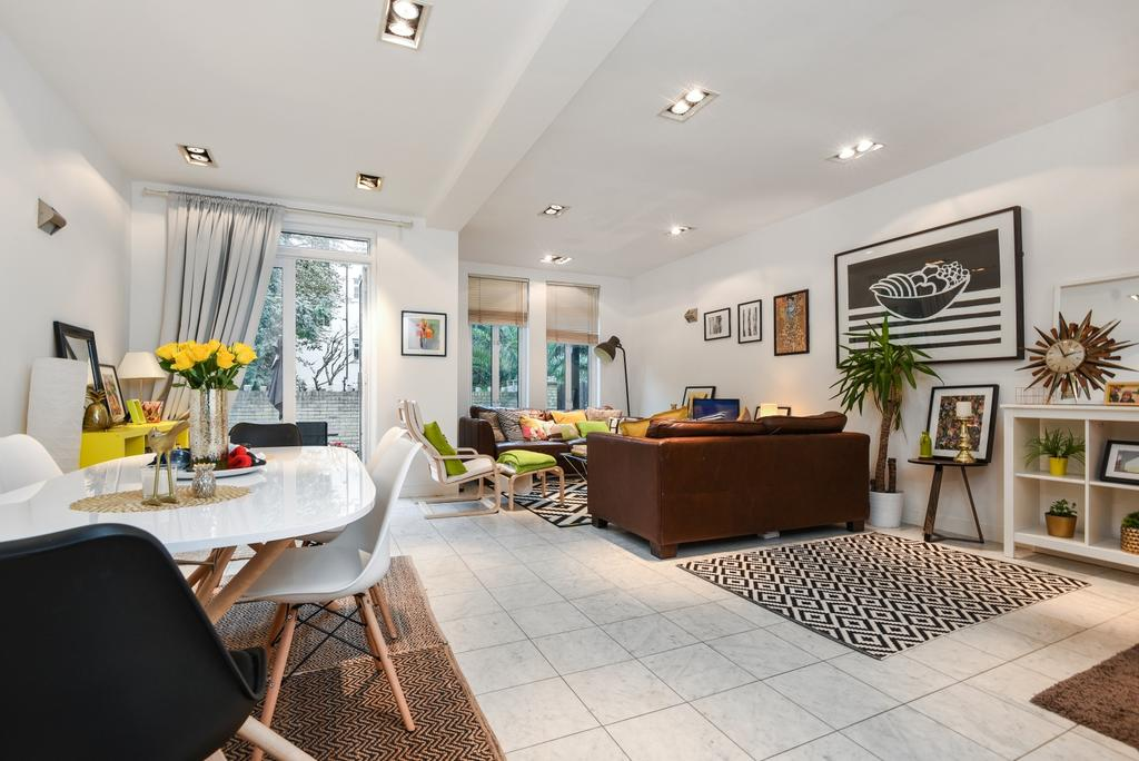 4 Bedrooms Detached House for sale in Langton Way London SE3