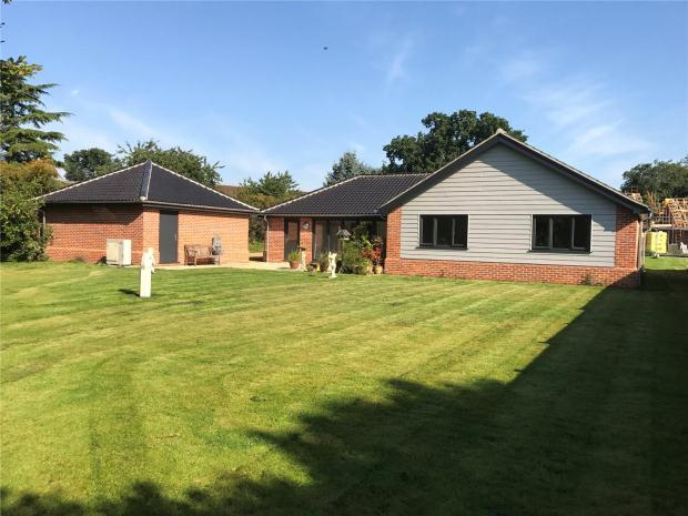3 Bedrooms Detached Bungalow for sale in Holt Road, Horsford, Norwich, Norfolk
