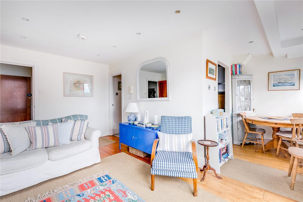 2 Bedrooms Flat for sale in Westbourne Gardens, Bayswater, London