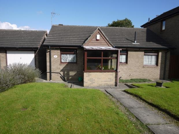 2 Bedrooms Detached Bungalow for sale in St. Giles Close Hove Edge Brighouse