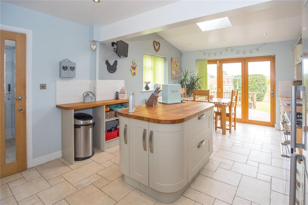 4 Bedrooms Detached Bungalow for sale in Bonnies Lane, Stoke-Sub-Hamdon, Somerset