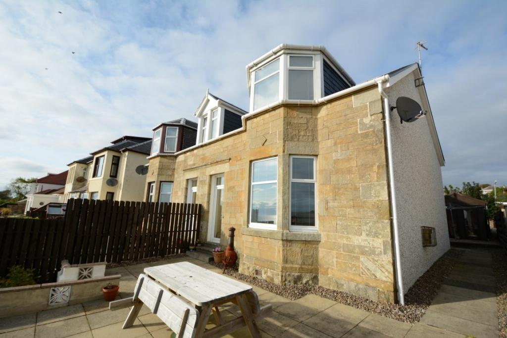 3 Bedrooms Semi Detached House for sale in 15 Fullerton Drive, Seamill, West Kilbride, KA23 9HS