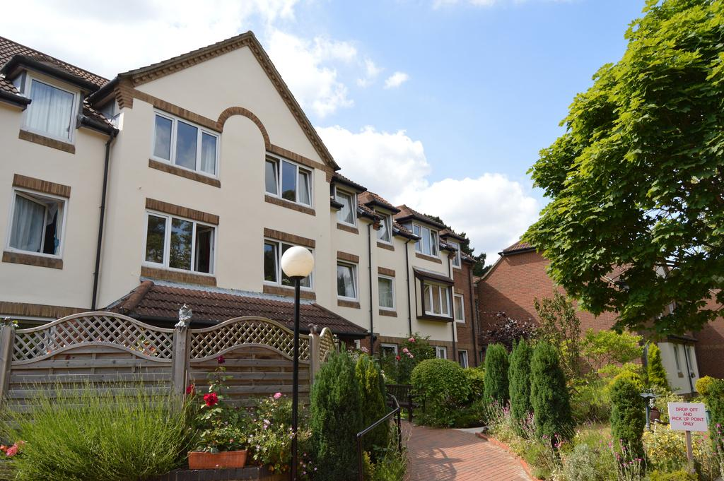 1 Bedroom Ground Flat for sale in Queens Park West Drive, Bournemouth, BH8