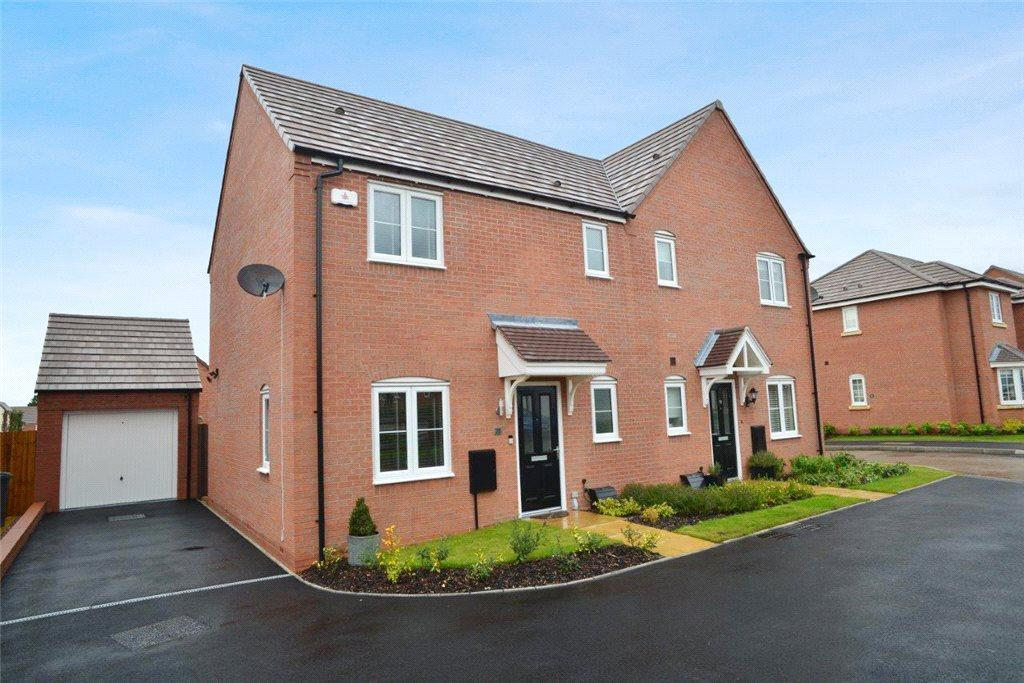 3 Bedrooms Semi Detached House for sale in Bosworth Avenue, Stratford-upon-Avon, CV37