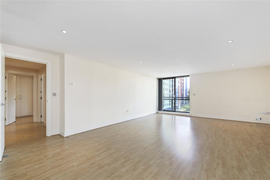 2 Bedrooms Flat for sale in Galaxy Building, Crews Street, London, E14
