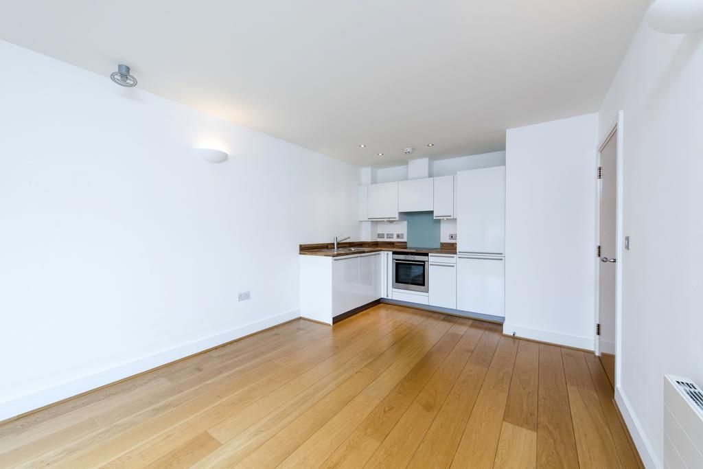 1 Bedroom Flat for sale in Lurline Gardens, SW11