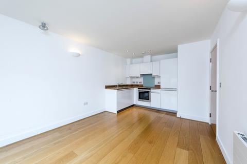 1 bedroom flat for sale - Lurline Gardens, SW11