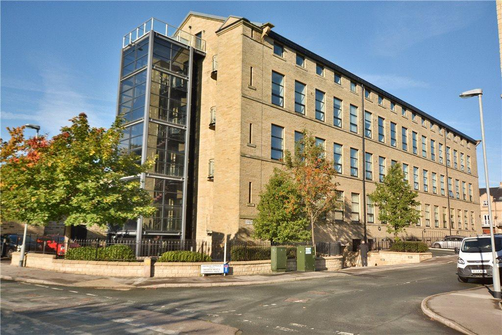 3 Bedrooms Apartment Flat for sale in The Penthouse, Cavendish Court, Drighlington, Bradford