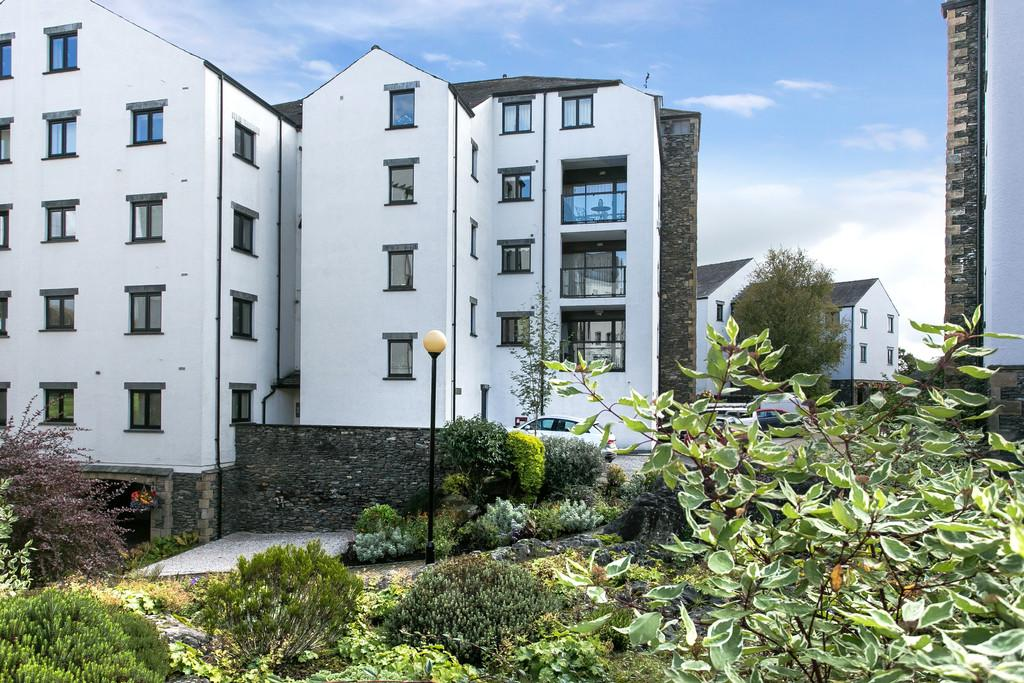3 Bedrooms Apartment Flat for sale in 7 Great Howe, Cowan Head, Burneside, Kendal, LA8 9HL