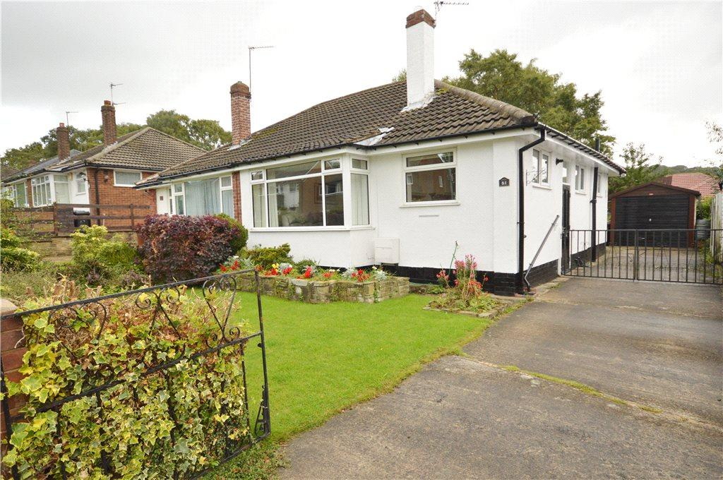 2 Bedrooms Semi Detached Bungalow for sale in Moseley Wood Walk, Cookridge, Leeds