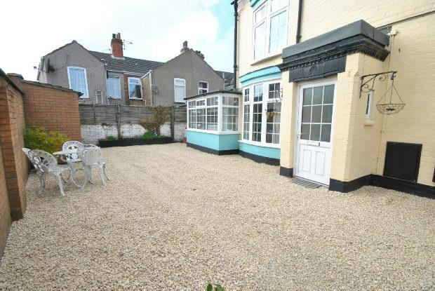Mill place cleethorpes 2 bed end of terrace house 550 for 11242 mill place terrace