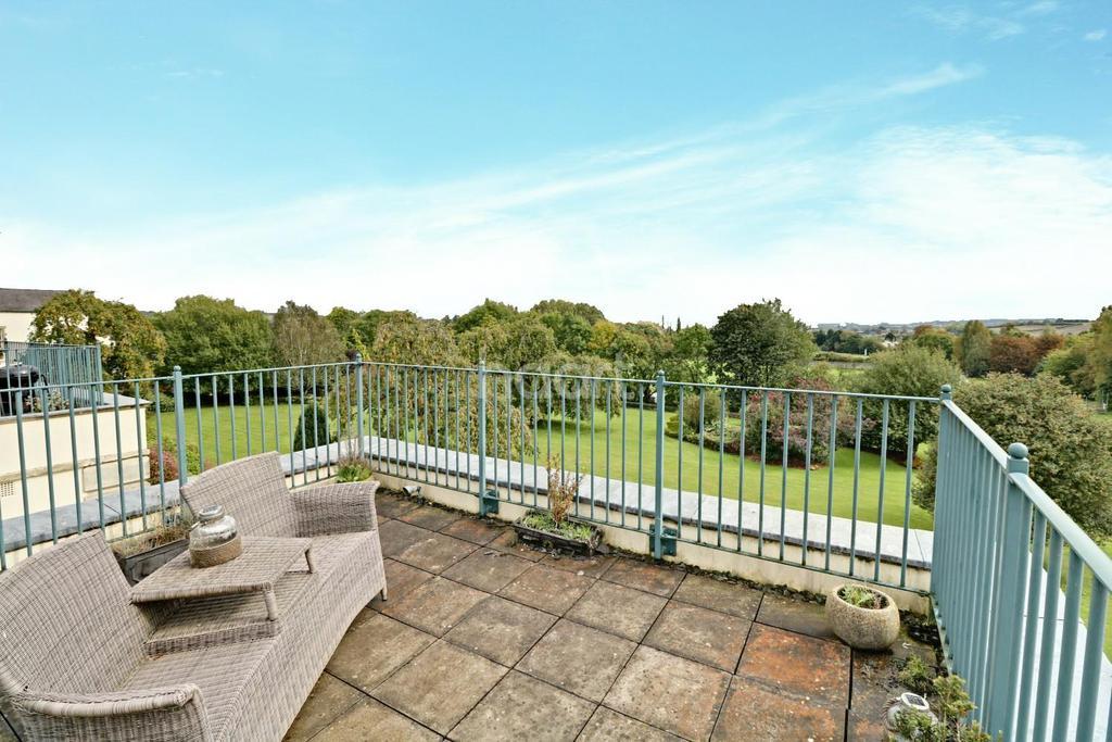 3 Bedrooms Flat for sale in Long Fox Manor, Brislington, Bristol